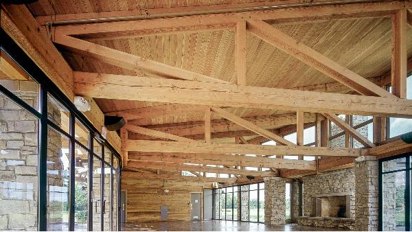 将华丽的胶合木提升到新的高度。