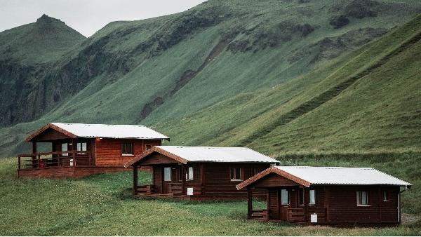 绿色建筑有哪些环境优势?人们用防腐木建造木屋的目的