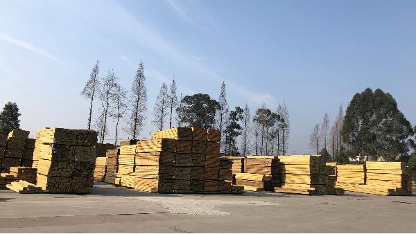 进口樟子松防腐木在成都木材行业的战略地位