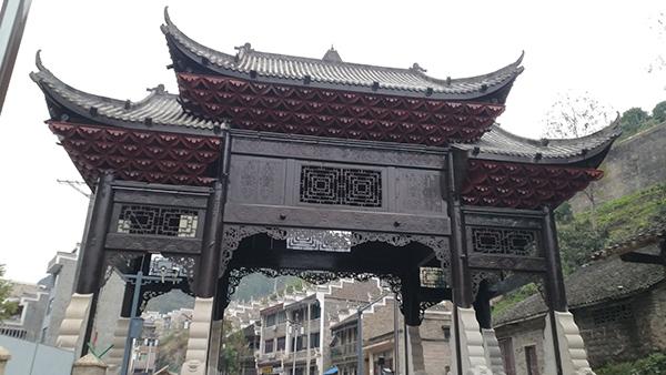 新弘瑞森丨贵州镇远古城全木结构门楼案例